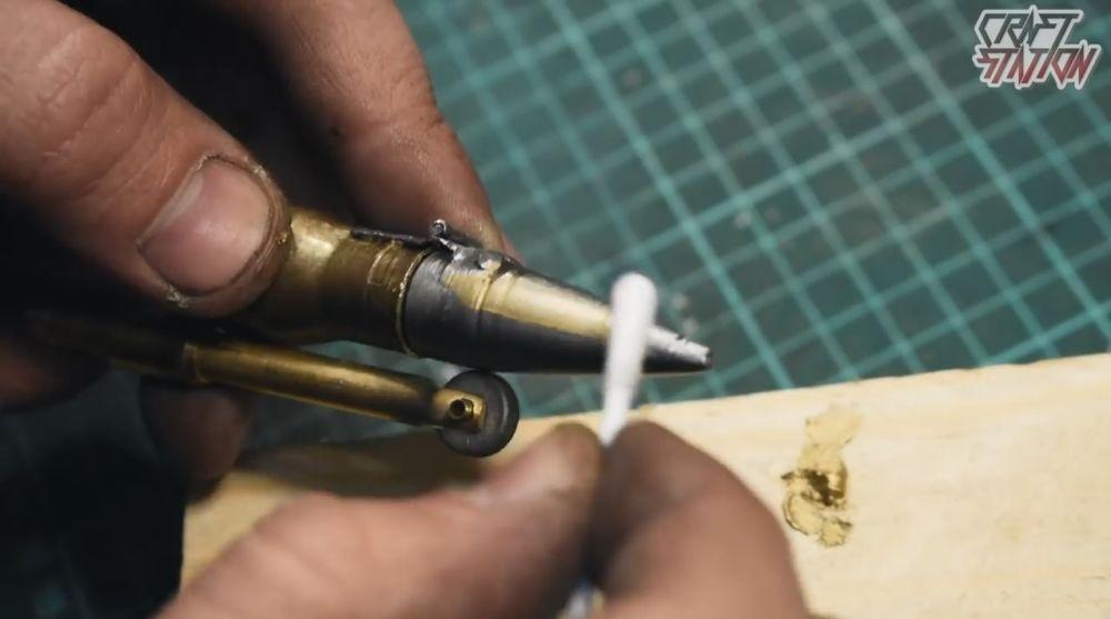 подкрашиваем колеровочной латунной пастой