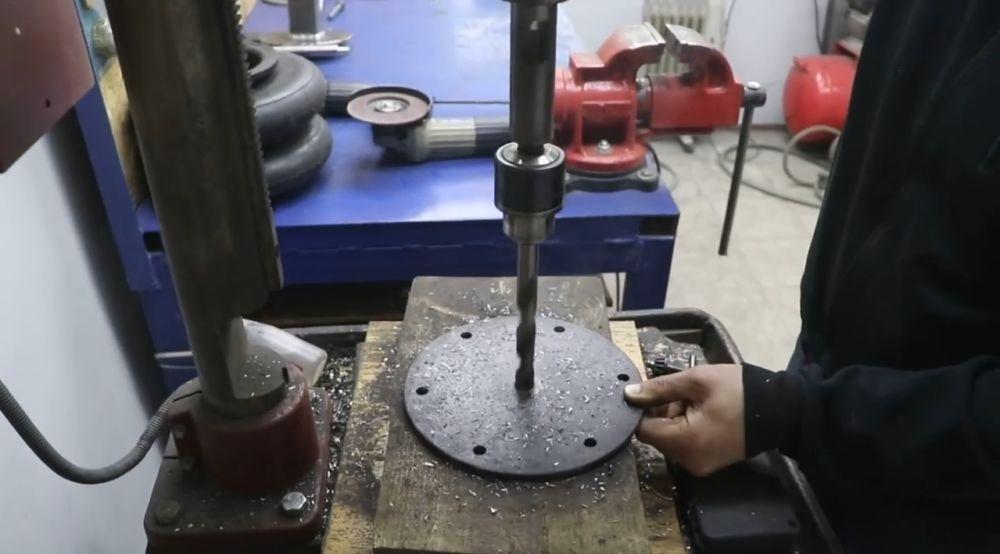 сверлим отверстие диаметром 16 мм