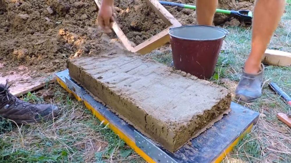 Готовый глиняный кирпич