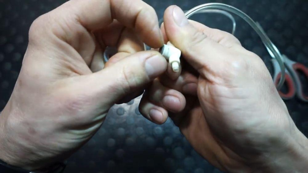 Процесс изготовления устройства для прокачки тормозов шаг 3