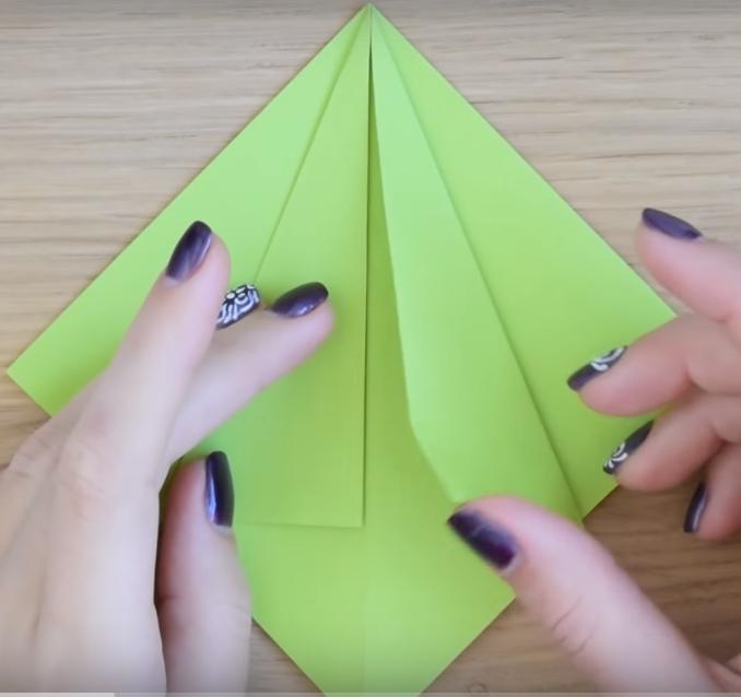 Процесс изготовления елки оригами шаг 5