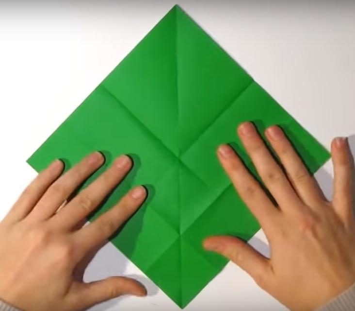 Процесс изготовления деда мороза оригами вариант 1 шаг 6