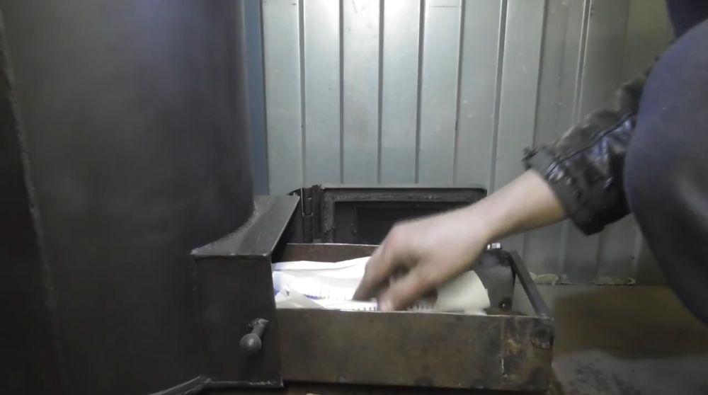 бумага и хворост для розжига