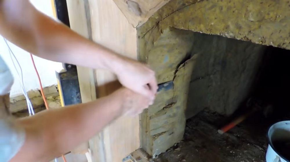 Срезаем лишний слой глины
