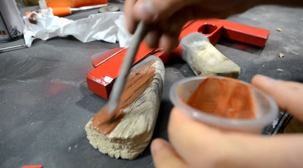 Отделка краской деревянной части автомата