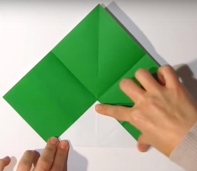 Процесс изготовления деда мороза оригами вариант 1 шаг 7