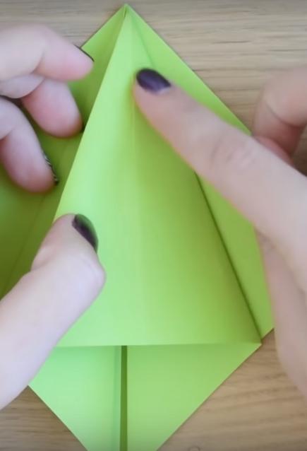 Процесс изготовления елки оригами шаг 7