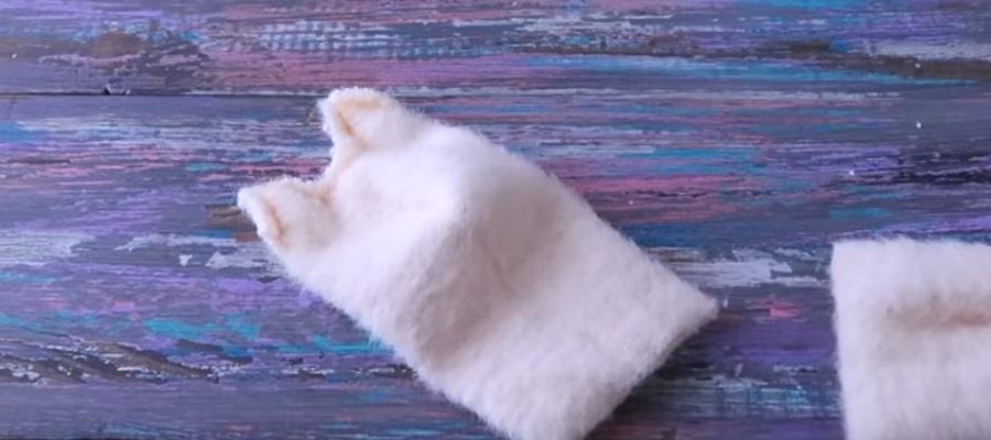 Процесс изготовления кошки из носков шаг 7