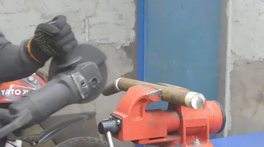 Обрезка болгаркой заготовки