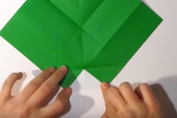 Процесс изготовления деда мороза оригами вариант 1 шаг 8