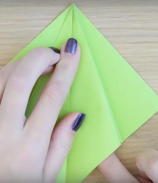 Процесс изготовления елки оригами шаг 8