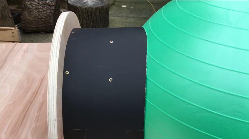Обтягиваем плотным картоном боковую часть формы туннеля печи