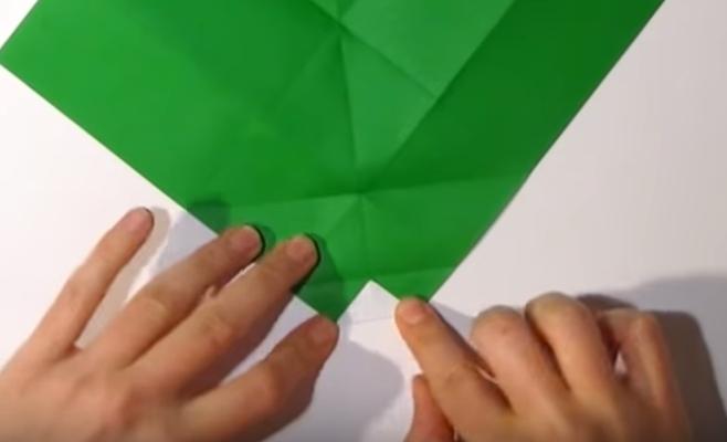 Процесс изготовления деда мороза оригами вариант 1 шаг 9
