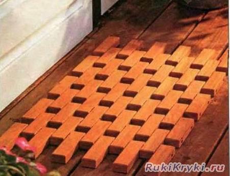 Коврик из деревянных брусков