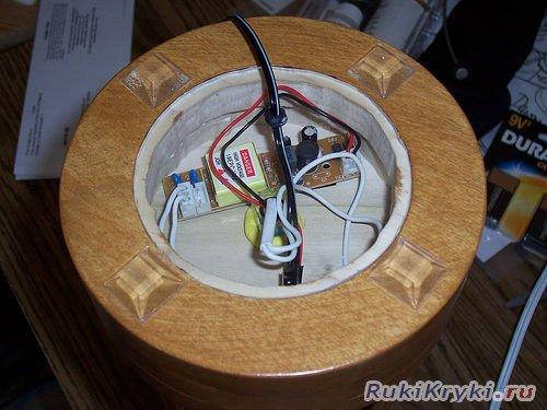 Светильник из старых дисков