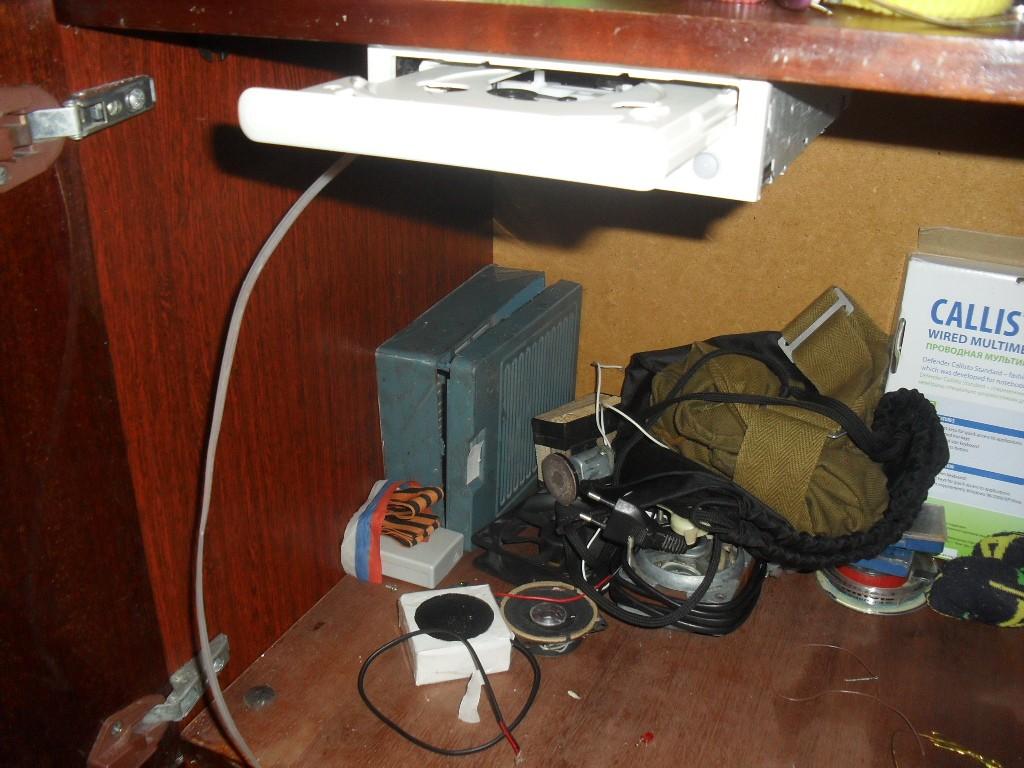 Автооткрыватель двери шкафа из старого cd-roma