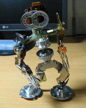 Робот из остатков старых винчестеров