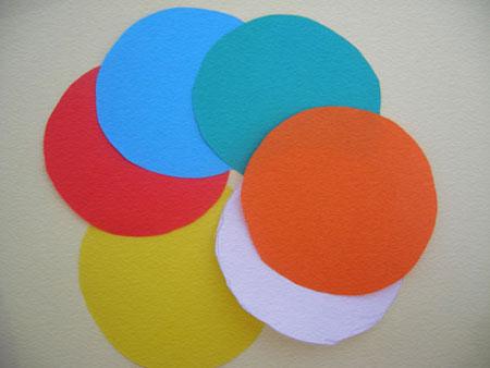 Шарик-подвеска из цветной бумаги