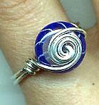 Спиральное кольцо из бисера
