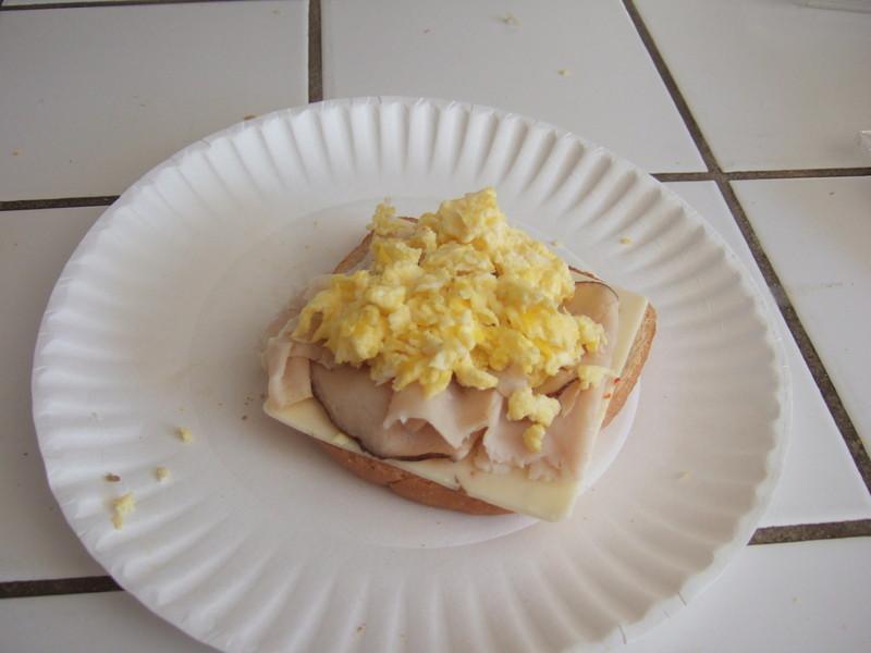 Оригинальный метод покраски пасхальных яиц