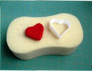 Сухое валяние бусин-сердечек