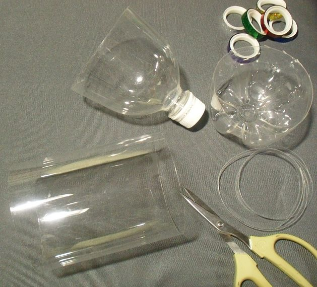 Праздничный шар из пластиковых бутылок