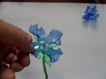 Цветы из пластиковых бутылок 2