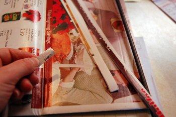 Елочная игрушка из журнальной бумаги