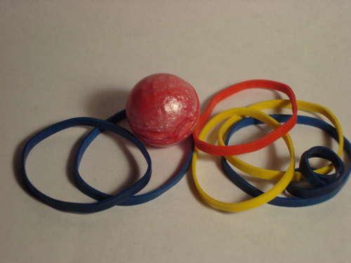 Мяч из цветных резинок