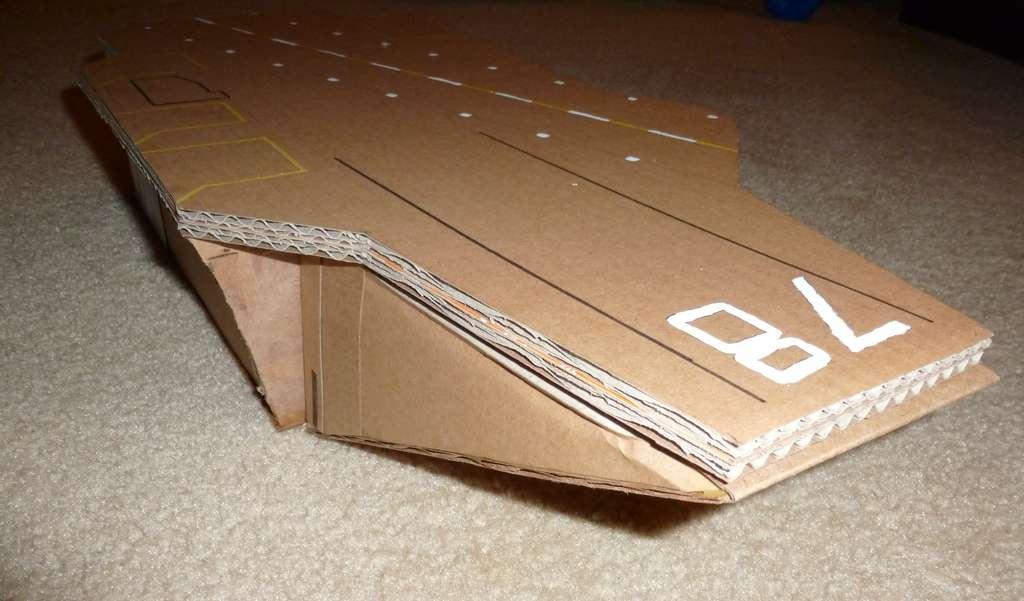 Игрушки из бумаги: авианосец