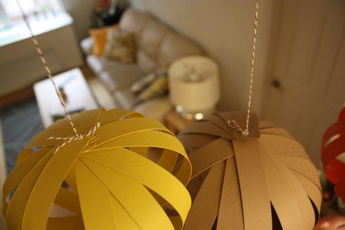 Декоративные фонарики из цветной бумаги