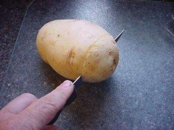 Поделки для начинающих: фонарщик из картошки