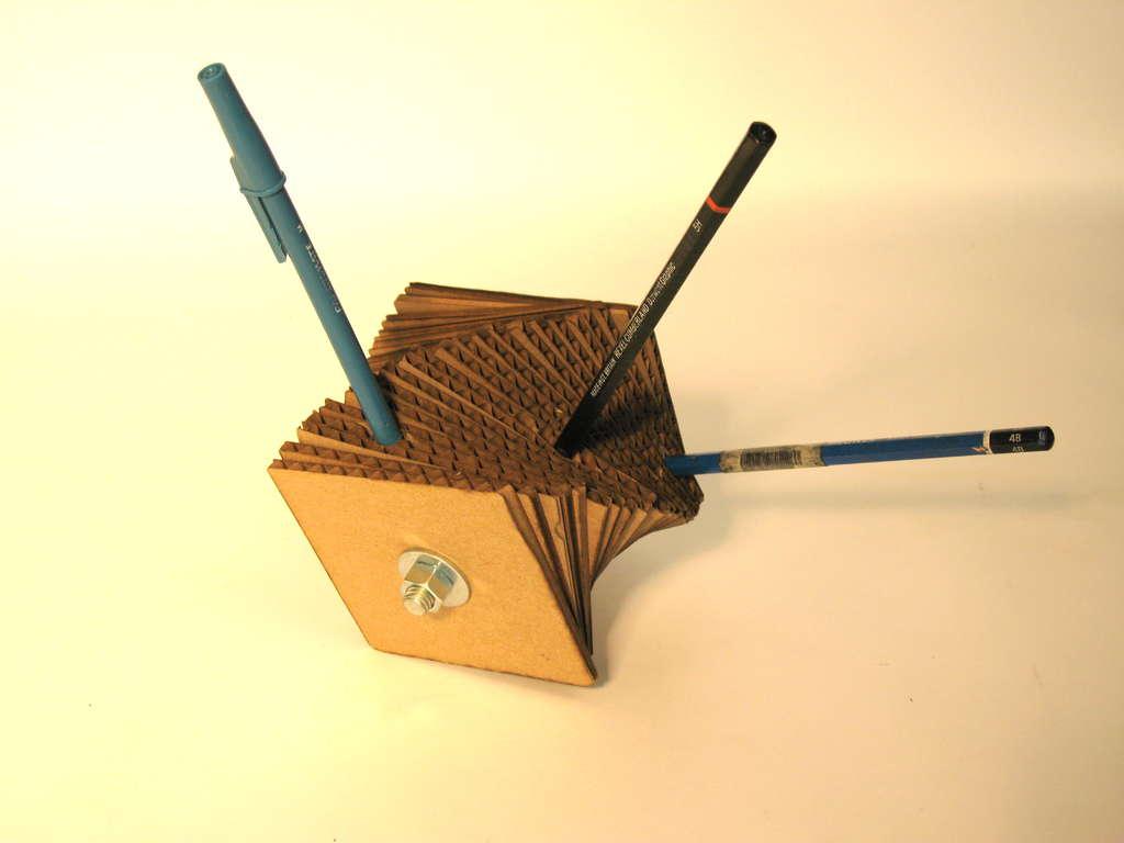 Картонный держатель для карандашей своими руками