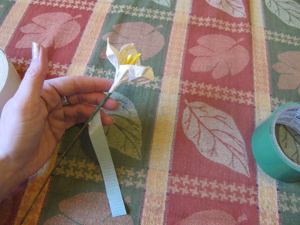 Как сделать цветок из скотча