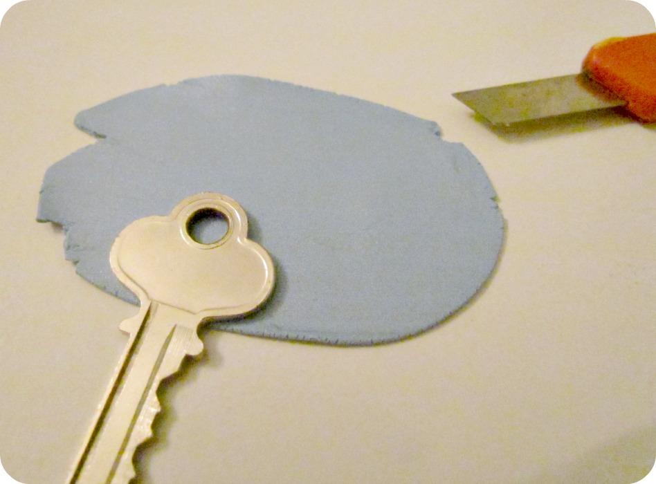 Оригинальное украшение для ключей из полимерной глины