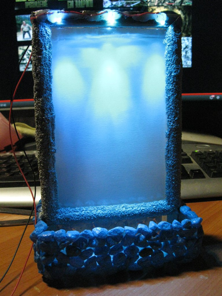 Фоторамка с водопадом у вас на столе.