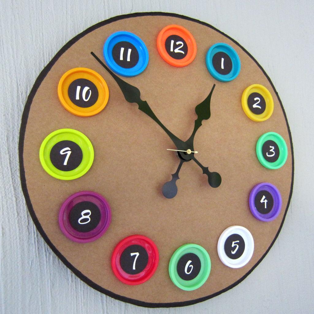 Оригинальные часы для детской
