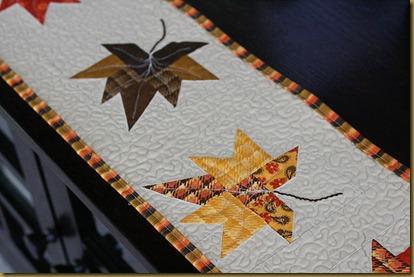 Декорирование мебели осенними листьями