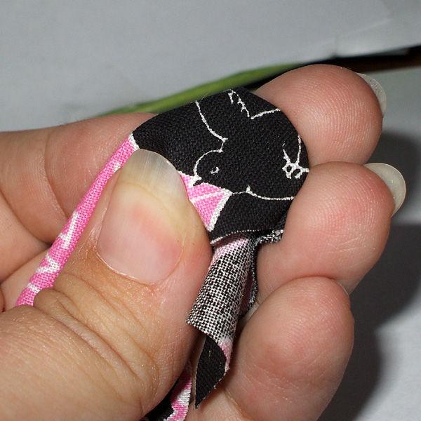 Яркие магнитики из кусочков ткани