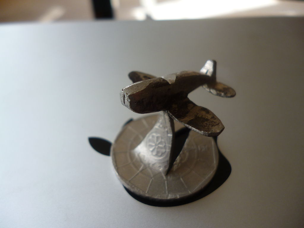 Самолет из монет