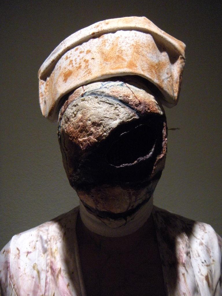 Как сделать маску медсестры из Silent Hill Bubblehead