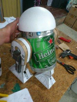 Робот из жестяного пивного бочонка