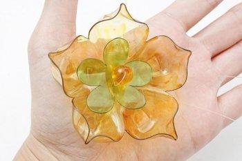 Декоративный цветок из пластиковой бутылки