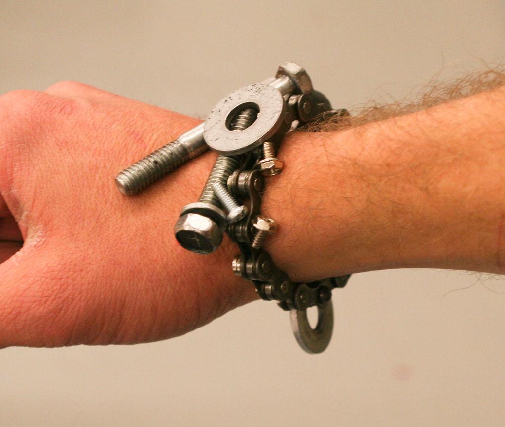 Магнитный браслет для мелких деталей