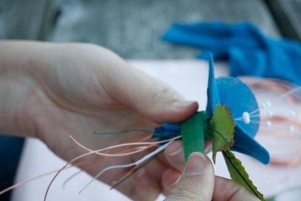 Простой способ сделать цветок из капрона