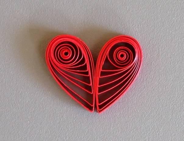 Кулон в виде сердца в технике квилинг