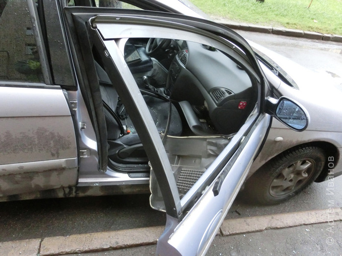 Установка стекла передней двери на Ситроен С5-1