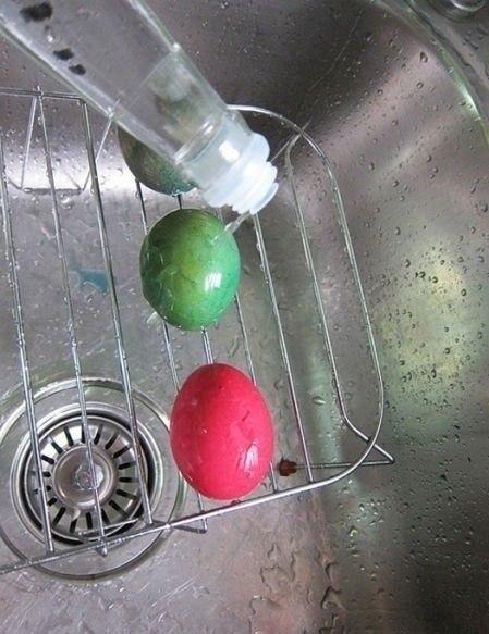 Как покрасить пасхальные яйца необычным способом
