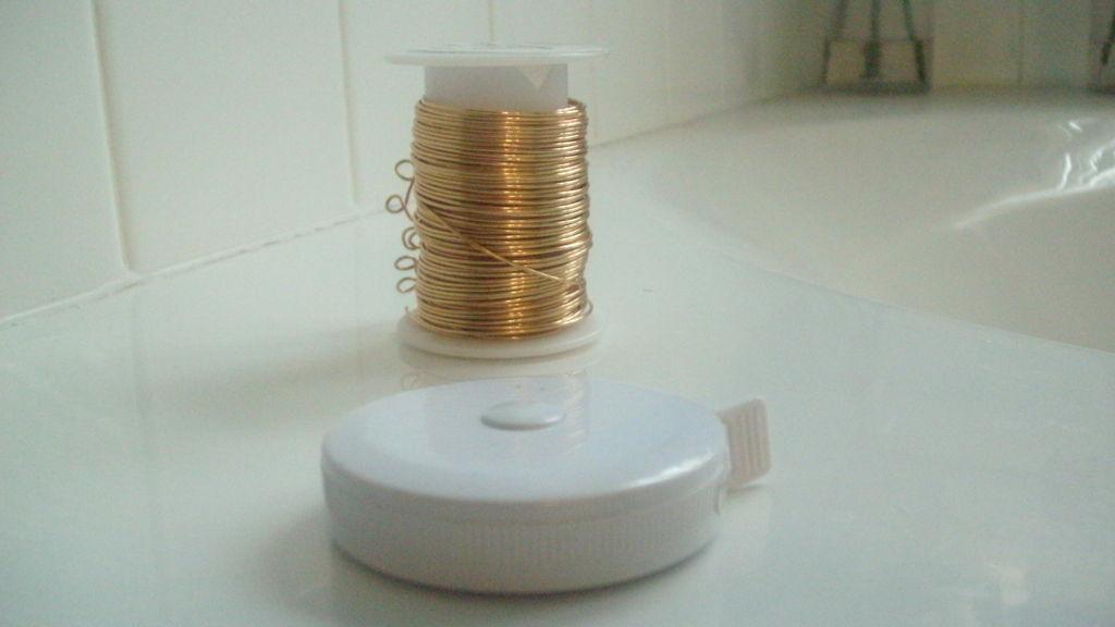 Спиральное кольцо из проволоки