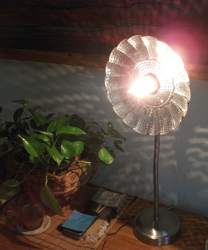 Как сделать настольную лампу из металлической пароварки